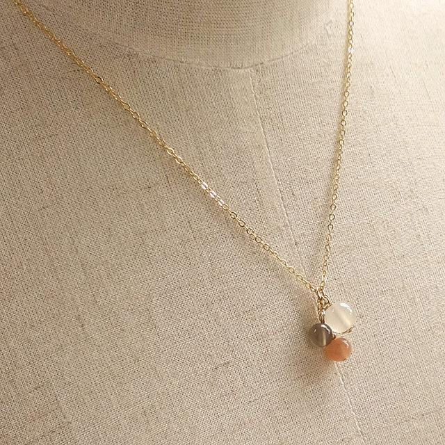 高品質ムーンストーン(ホワイト・オレンジ・グレー)Simpleネックレス(パワーストーンその2)